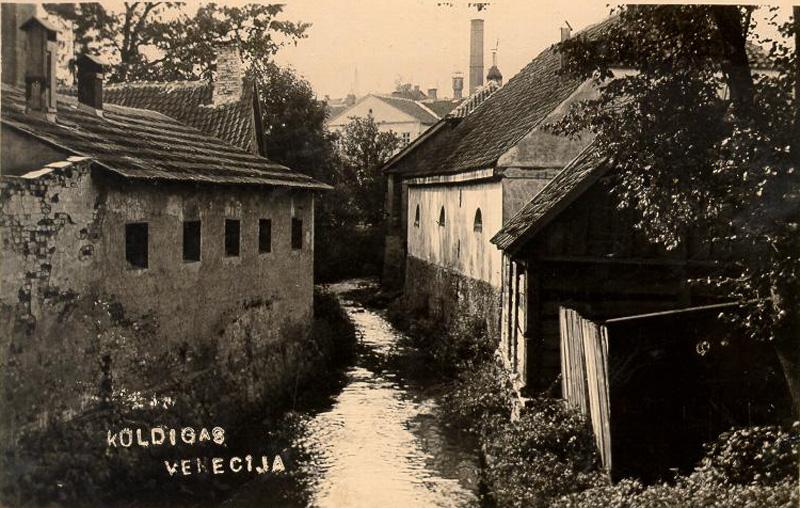 Grodu akas bija galvenais ūdens ieguves avots, tās atradās gandrīz katrā dzīvojamo ēku sētā